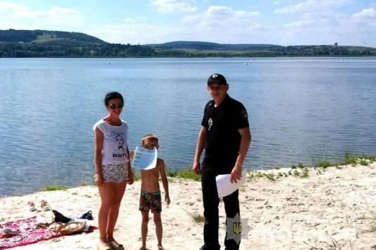 Застерегти та уберегти: тернопільські поліцейські навідалися на пляжі поблизу водойм