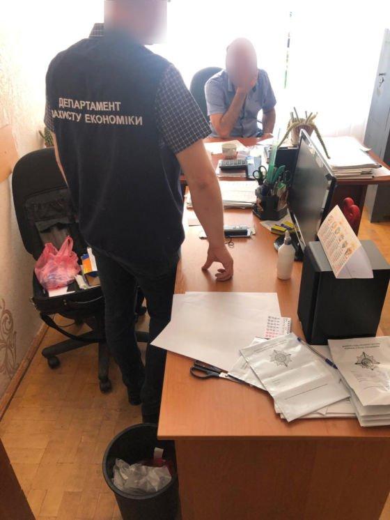На Тернопільщині затримали на хабарі у 300 євро заступника директора коледжу