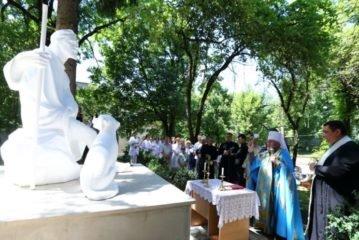 Біля Тернопільської міської лікарні швидкої допомоги встановили пам'ятник Святому Роху – захиснику від епідемій (ФОТО)