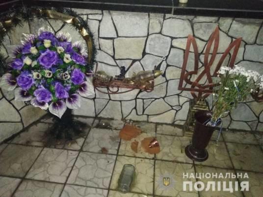Психічнохворий пошкодив Меморіал пам'яті Небесної сотні та воїнів АТО на Тернопільщині