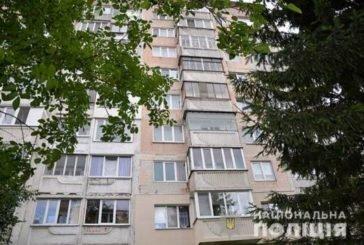 У Тернополі чоловік намагався викинутися з шостого поверху