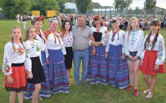 Плотичу, що на Тернопільщині, об'єднали щира молитва, спортивні змагання та українські пісні (ФОТО)