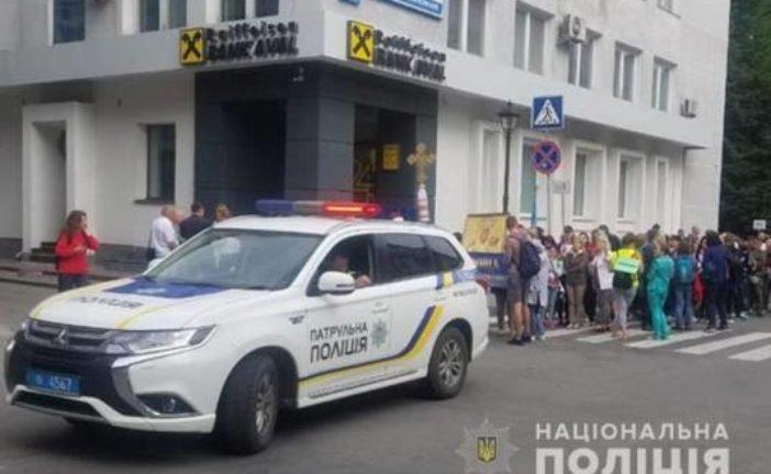 Поліція та військовослужбовці стежать за правопорядком під час Загальнонаціональної прощі у Зарваниці