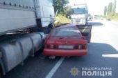 На Збаражчині іномарка влетіла під вантажівку: водій легківки у лікарні