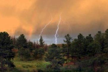 Завтра Тернопільщину очікують пориви західного вітру, грози та град