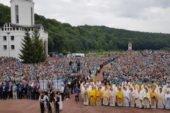 У Зарваниці за Україну молилися десятки тисяч паломників (ФОТО, ВІДЕО)