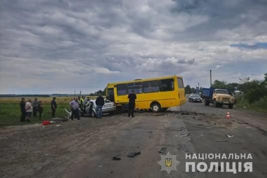 Смертельна ДТП на Тернопільщині: зіткнулися рейсовий автобус та автомобіль Skoda