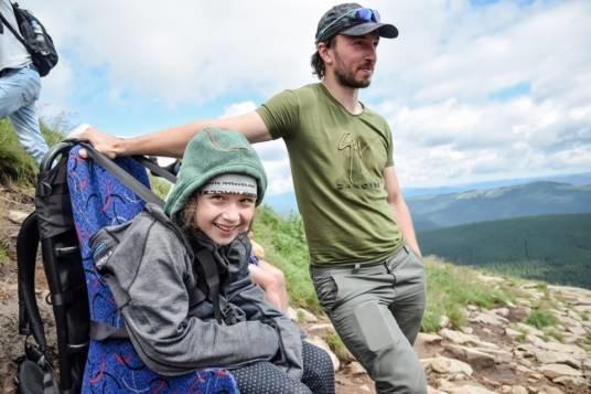 Мрія на всіх: тернопільські волонтери допомогли трьом дітям з інвалідністю підкорити Говерлу (ФОТО)