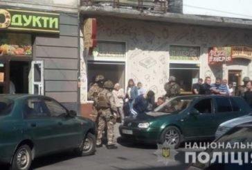 У Тернополі на вулиці Богдана Хмельницького оперативники затримали групу іноземців (фото)