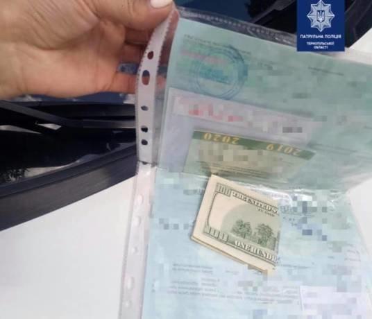 Житель Тернопільщини пропонував патрульним 100 доларів, щоб уникнути відповідальності за керування у нетверезому стані