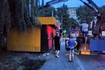У Тернополі на вул. 15 Квітня демонтували незаконний МАФ (ФОТО)
