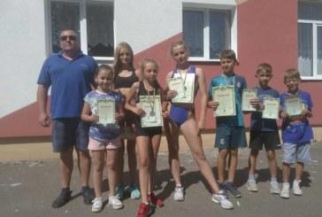 Юні зборівські легкоатлети здобули «золото», «срібло» і «бронзу» у змаганнях, присвячених 28-ій річниці незалежності України (ФОТО)