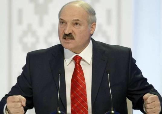 Бацька заборонив білорусам звільнятися з роботи за власним бажанням