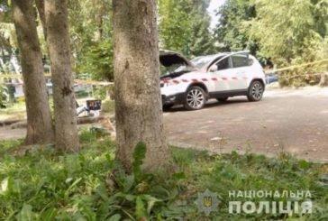 У центрі Тернополя невідомі хотіли підірвати іномарку: від вибуху постраждав випадковий перехожий