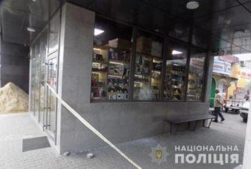 У Тернополі затримали злодія, який через розбите скло магазину викрав 12 мобільних телефонів (ФОТО, ВІДЕО)