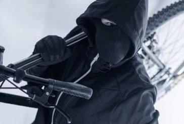 Вночі у Тернополі з під'їзду будинку викрали дорогий дитячий велосипед