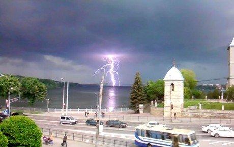 Штормове попередження: завтра на Тернопільщині – грози, град, шквали