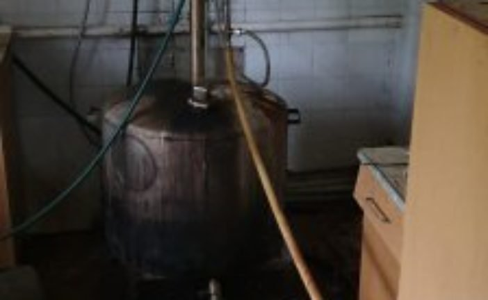 На Гусятинщині виготовляли «підпільний» алкоголь: обороти ділки мали серйозні (ФОТО)