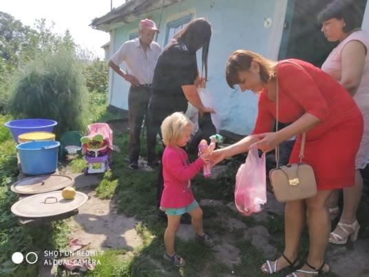 На Шумщині передали речі із соціального контейнера тим, хто цього потребує (ФОТО)
