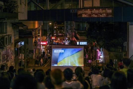 У Гонконзі протестуючі переглядали фільм про українську революцію (ФОТО)