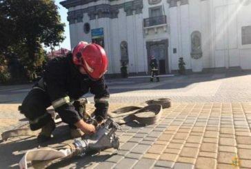 Тернопільські рятувальники провели навчання у центрі міста (ФОТОРЕПОРТАЖ)