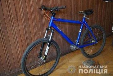 У Тернополі на камери спостереження потрапив злодій, який тікає на чужому велосипеді (ВІДЕО)