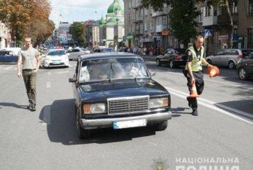 В центрі Тернополя на переході автомобіль збив жінку (ФОТО, ВІДЕО)