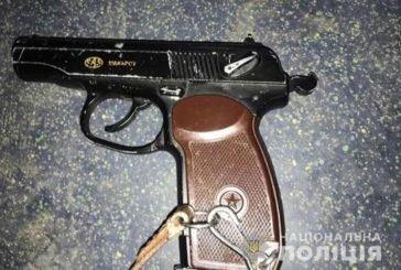 У Тернополі п'яний неадекват погрожував пасажирам тролейбуса пістолетом (ФОТО)