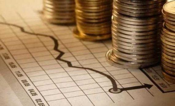 У понеділок долар подешевшав, а євро дорожчає