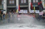 """""""Ні капітуляції"""": біля Тернопільської ОДА відбулася акція проти особливого статусу Донбасу і розведення військ. ВІДЕО+ФОТОрепортаж"""