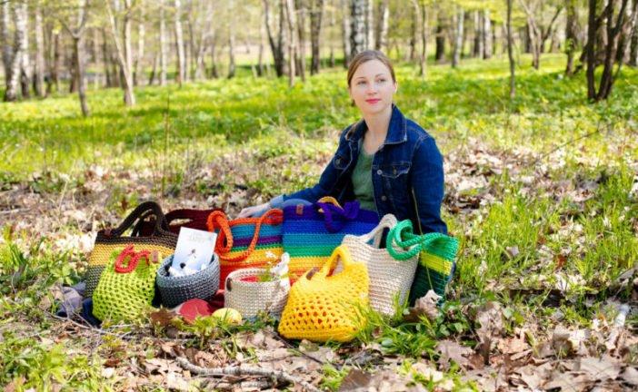 Сумки-веселунки від Юлії Тарасюк: тернополянка в'яже речі, які додають життю яскравих барв (ФОТО)