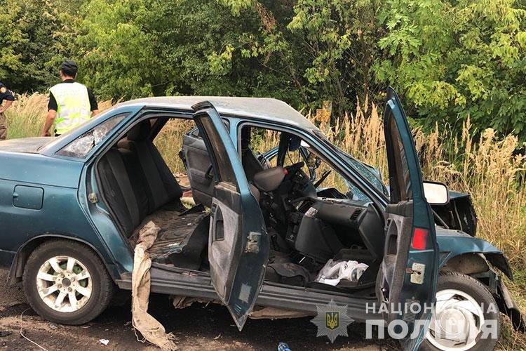 На Тернопільщині внаслідок ДТП загинув водій, ще двох пасижирів доправили до лікарні