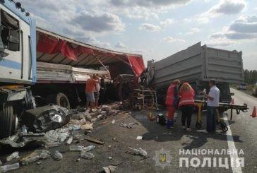 Поблизу Тернополя чергова смертельна аварія: не розминулися дві вантажівки (ФОТО)