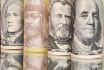 Долар і євро зупинилися на новій позначці