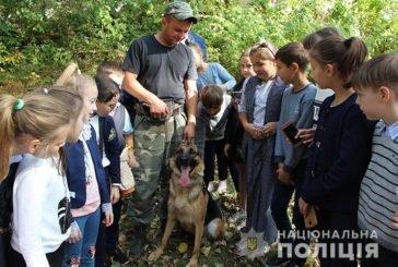 Тернопільським школярам показали, як працюють помічники поліцейських – службові собаки (ФОТО)