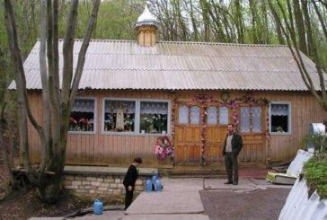 Біля села Куропатники, що на Тернопільщині, посеред лісу б'є незвичайне джерело – вода з нього містить срібло