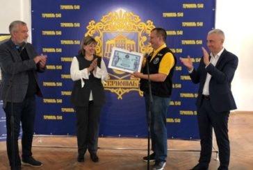 Тернопільські бібліотекарі встановили рекорд: на фестивалі «Бібліофест» зібрали найбільшу в Україні колекцію мистецьких артбуків (ФОТО)