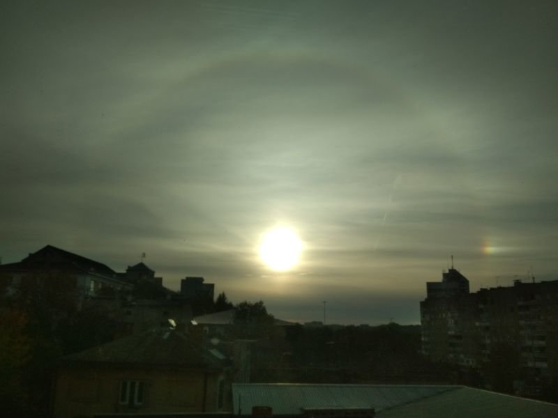 У небі над Тернополем з'явилося незвичайне природне явище: «холодна» веселка (ФОТО)