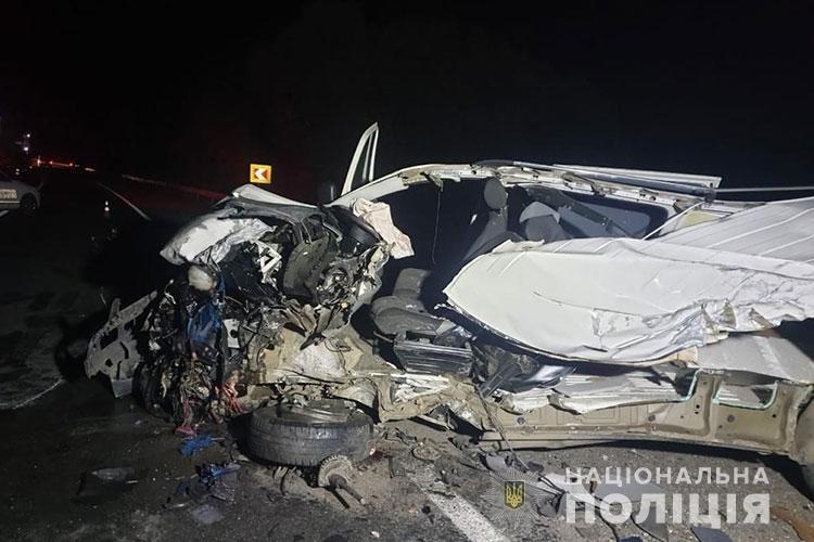 Біля Тернополя фура протаранила мікроавтобус: є жертви