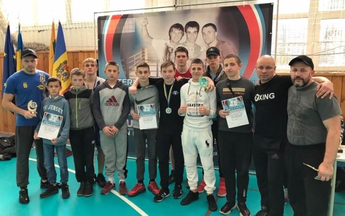 Тернопільські боксери з Міжнародного турніру привезли десять медалей