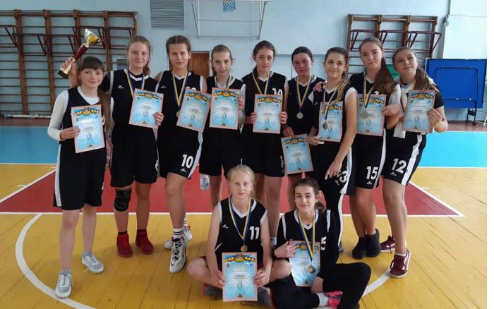 Тернопільські баскетболістки зі сріблом повернулися із Хмельницького