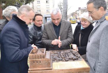 Історія Тернополя у бронзі: у місті встановили міні-копію Великої Синагоги та Площі Ринок, які знищили під час війни