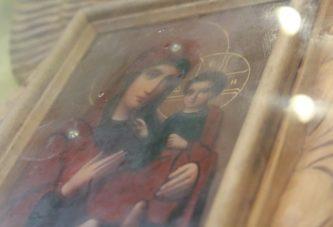 У селі Винятинці Заліщицького району на Тернопільщині почали мироточити три ікони (ФОТО)