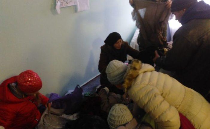На Шумщині потребуючим учергове передали речі з соціального контейнера