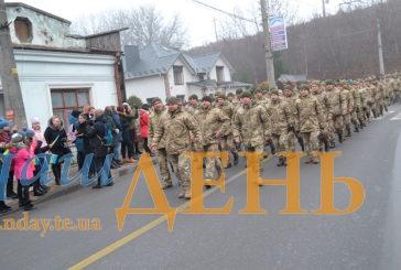 Хода мужності: вулицями Тернополя пройшли військові 44-ої окремої артилерійської бригади (ФОТОРЕПОРТАЖ)