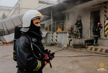 У Тернополі горіло підсобне приміщення центру обробки поштових відправлень «Укрпошти»: евакуювали 52 людей (ФОТО)