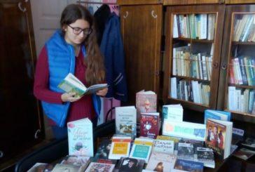 Кременецькій міській бібліотеці для дорослих подарували більше сотні книг (ФОТО)