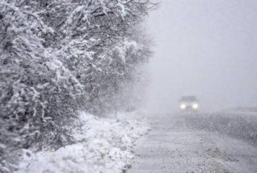 На Шумщині рятувальники визволяли автомобілі «швидкої» зі снігової пастки