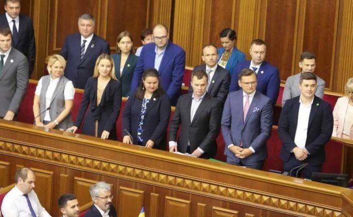 В українських міністрів почалася «епоха бідності»: «не вистачає» зарплати на життя