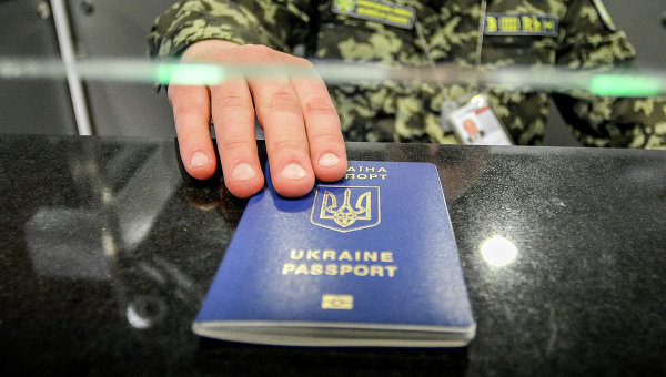 Нові правила виїзду в РФ і тарифи на телефон: три важливі нововведення